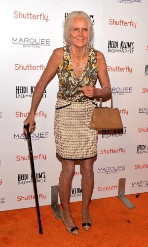 Heidi Klum com uma senhora